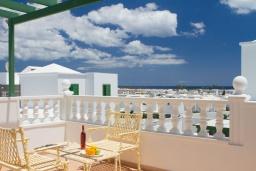 Вид на море. Испания, Гран Канария : Хорошая вилла для отдыха, с видом на море, с 3 спальнями, 2 ванными комнатами и собственным бассейном с подогревом.