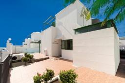 Патио. Испания, Гран Канария : Хорошая вилла для отдыха, с видом на море, с 3 спальнями, 2 ванными комнатами и собственным бассейном с подогревом.