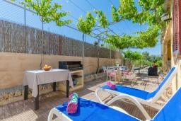 Зона барбекю / Мангал. Испания, Альгайда : Красивый загородный дом с террасой в центре Майорки