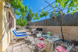 Терраса. Испания, Альгайда : Красивый загородный дом с террасой в центре Майорки