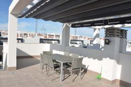 Терраса. Испания, Аликанте : Красивый и современный пентхаус, 2 спальни, гостиная, 2 ванные комнаты, Wi-Fi, кондиционер, барбекю, паркинг, терраса, спутниковое телевидение, общий бассейн