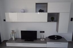 Кухня. Испания, Аликанте : Красивый и современный пентхаус, 2 спальни, гостиная, 2 ванные комнаты, Wi-Fi, кондиционер, барбекю, паркинг, терраса, спутниковое телевидение, общий бассейн