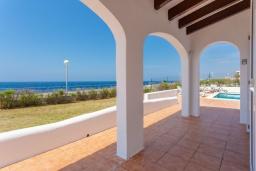 Вид на море. Испания, Менорка : Светлая уютная вилла на берегу моря, с 3 спальнями, 2 ванными комнатами, частным бассейном