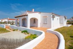 Вход. Испания, Менорка : Светлая уютная вилла на берегу моря, с 3 спальнями, 2 ванными комнатами, частным бассейном