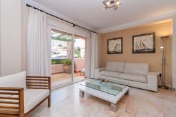 Гостиная / Столовая. Испания, Нерха : Современный апартамент в 150 метрах от пляжа в комплексе с бассейном, с гостиной, двумя спальнями и террасой