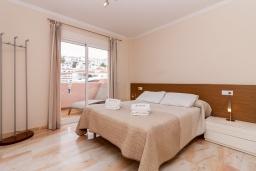 Спальня. Испания, Нерха : Современный апартамент в 150 метрах от пляжа в комплексе с бассейном, с гостиной, двумя спальнями и террасой