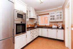 Кухня. Испания, Нерха : Современный апартамент в 150 метрах от пляжа в комплексе с бассейном, с гостиной, двумя спальнями и террасой