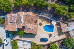 Вид на виллу/дом снаружи. Испания, Фрихильяна : Традиционная испанская вилла расположенная на возвышенности что дает отличный вид на долину и горы, есть 3 спальни, 2 ванные комнаты и частный бассейн