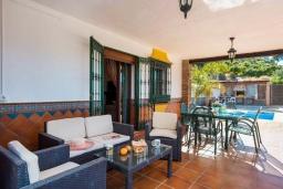 Терраса. Испания, Фрихильяна : Традиционная испанская вилла расположенная на возвышенности что дает отличный вид на долину и горы, есть 3 спальни, 2 ванные комнаты и частный бассейн