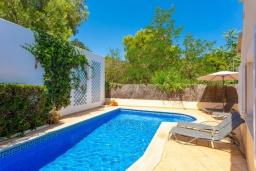 Бассейн. Испания, Алькудия : Уютная комфортабельная вилла для отдыха на острове Менорка, 4 спальни, 3 ванные комнаты и частным бассейном.