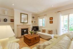 Гостиная / Столовая. Испания, Алькудия : Уютная комфортабельная вилла для отдыха на острове Менорка, 4 спальни, 3 ванные комнаты и частным бассейном.