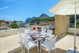 Обеденная зона. Испания, Кала-де-Сант-Висент : Современная вилла в пяти минутах ходьбы от пляжа с бассейном и панорамным видом, террасой и барбекю, 4 спальни, 3 ванные комнаты, Wi-Fi.