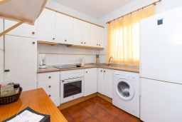 Кухня. Испания, Нерха : Двухуровневый апартамент в комплексе с бассейном, с гостиной, двумя спальнями и террасой