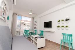 Гостиная / Столовая. Испания, Нерха : Современный апартамент в 150 метрах от пляжа, с гостиной и двумя спальнями