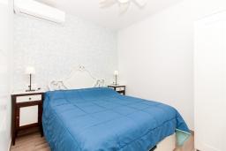Спальня. Испания, Нерха : Современный апартамент в 150 метрах от пляжа, с гостиной и двумя спальнями