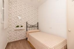 Спальня 2. Испания, Нерха : Современный апартамент в 150 метрах от пляжа, с гостиной и двумя спальнями