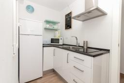 Кухня. Испания, Нерха : Современный апартамент в 150 метрах от пляжа, с гостиной и двумя спальнями