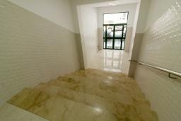 Лестница наверх. Испания, Нерха : Современный апартамент в 150 метрах от пляжа, с гостиной и двумя спальнями