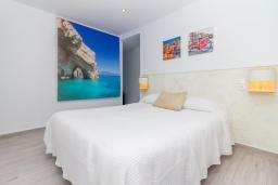 Спальня. Испания, Нерха : Современный апартамент в 150 метрах от пляжа, с гостиной, двумя спальнями, двумя ванными комнатами и балконом