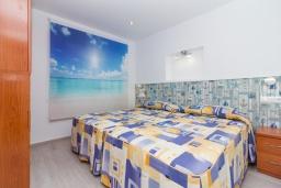 Спальня 2. Испания, Нерха : Современный апартамент в 150 метрах от пляжа, с гостиной, двумя спальнями, двумя ванными комнатами и балконом