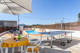 Развлечения и отдых на вилле. Испания, Алькудия : Пляжная вилла в средиземноморском стиле в районе Баркарес, всего в нескольких минутах езды на автомобиле от Алькудии, с собственным бассейном и садом, 3 спальни, 2 ванные комнаты, бесплатный Wi-Fi.