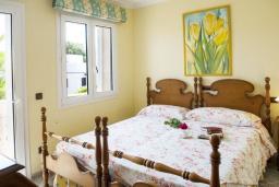 Спальня 2. Испания, Порто Колом : Очаровательная трехэтажная вилла с видом на море и пляж, с 4 спальнями, 4 ванными комнатами и собственным бассейном.