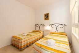 Спальня 2. Испания, Нерха : Прекрасный апартамент в 150 метрах от пляжа в комплексе с бассейном, с гостиной, двумя спальнями и балконом