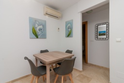 Обеденная зона. Испания, Нерха : Прекрасный апартамент в 150 метрах от пляжа в комплексе с бассейном, с гостиной, двумя спальнями и балконом