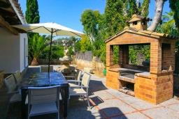 Зона барбекю / Мангал. Испания, Алькудия : Отличная вилла со всеми удобствами и хорошей современной мебелью, с 4 спальнями, 2 ванными комнатами и собственным бассейном.