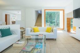 Гостиная / Столовая. Испания, Кала Миллор : Красивая вилла окружённая садом из оливковых деревьев, современный комфортабельный интерьер, все удобства.