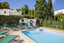 Бассейн. Испания, Кала-д'Ор : Большая просторная вилла, идеальна для отдыха большой семьей или группой друзей, к услуга гостей 6 спален, 4 ванных комнаты и частный бассейн.