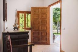 Вход. Испания, Кала-д'Ор : Большая просторная вилла, идеальна для отдыха большой семьей или группой друзей, к услуга гостей 6 спален, 4 ванных комнаты и частный бассейн.