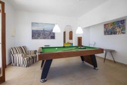 Развлечения и отдых на вилле. Испания, Кала-д'Ор : Большая просторная вилла, идеальна для отдыха большой семьей или группой друзей, к услуга гостей 6 спален, 4 ванных комнаты и частный бассейн.