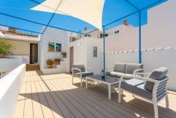 Терраса. Испания, Порт-де-Польенса : Эксклюзивная современная вилла расположенная в центре Порт-де-Польенса, с 6 спальнями, 5 ванными комнатами и частным бассейном.