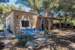 Патио. Испания, Кала-д'Ор : Небольшая уединенная вилла с роскошным садом и частным бассейном, с 3 спальнями и 2 ванными комнатами, кондиционер, бесплатный Wi-Fi.