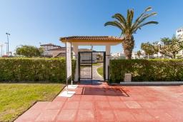 Вход. Испания, Торрокс : Прекрасные современные апартаменты в 100 метрах от пляжа и с прекрасным видом на море, 1 спальня, гостиная, ванная комната, Wi-Fi.