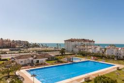 Бассейн. Испания, Торрокс : Прекрасные современные апартаменты в 100 метрах от пляжа и с прекрасным видом на море, 1 спальня, гостиная, ванная комната, Wi-Fi.