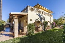 Вид на виллу/дом снаружи. Испания, Алькудия : Вилла с собственным бассейном, 4 спальнями, 3 ванными комнатами и бесплатным Wi-Fi расположена в Алькудии.