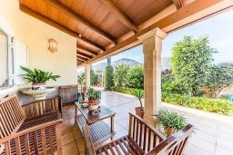 Терраса. Испания, Алькудия : Вилла с собственным бассейном, 4 спальнями, 3 ванными комнатами и бесплатным Wi-Fi расположена в Алькудии.
