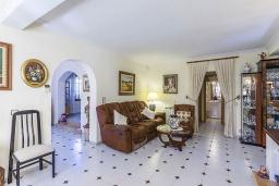 Гостиная / Столовая. Испания, Алькудия : Вилла с собственным бассейном, 4 спальнями, 3 ванными комнатами и бесплатным Wi-Fi расположена в Алькудии.