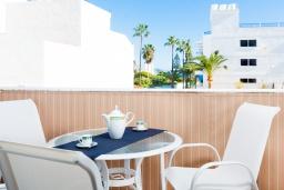 Балкон. Испания, Нерха : Шикарные апартаменты с тремя спальнями и террасой в самом центре города Нерха, в нескольких минутах ходьбы от пляжей Эль-салон и Калетилья, 3 спальни, 1 ванная, Wi-Fi