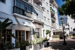 Вход. Испания, Нерха : Шикарные апартаменты с тремя спальнями и террасой в самом центре города Нерха, в нескольких минутах ходьбы от пляжей Эль-салон и Калетилья, 3 спальни, 1 ванная, Wi-Fi
