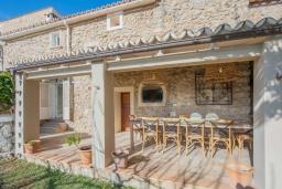 Терраса. Испания, Каймари : Уютная романтичная вилла со стильным интерьером, с 3 спальнями, 2 ванными комнатами и собственным бассейном.