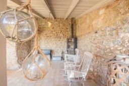 Зона барбекю / Мангал. Испания, Каймари : Уютная романтичная вилла со стильным интерьером, с 3 спальнями, 2 ванными комнатами и собственным бассейном.