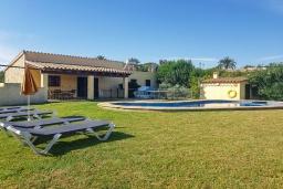 Вид на виллу/дом снаружи. Испания, Алькудия : Прелестная вилла с комфортабельным интерьером, с 3 спальнями, 2 ванными комнатами и собственным бассейном.