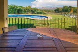 Бассейн. Испания, Алькудия : Прелестная вилла с комфортабельным интерьером, с 3 спальнями, 2 ванными комнатами и собственным бассейном.