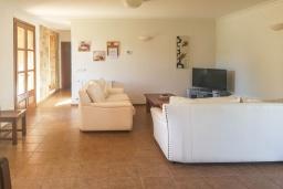 Гостиная / Столовая. Испания, Алькудия : Прелестная вилла с комфортабельным интерьером, с 3 спальнями, 2 ванными комнатами и собственным бассейном.