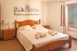 Спальня 2. Испания, Алькудия : Прелестная вилла с комфортабельным интерьером, с 3 спальнями, 2 ванными комнатами и собственным бассейном.