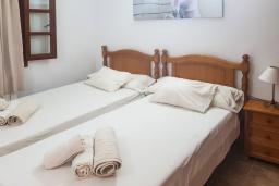 Спальня 3. Испания, Алькудия : Прелестная вилла с комфортабельным интерьером, с 3 спальнями, 2 ванными комнатами и собственным бассейном.