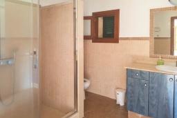 Ванная комната. Испания, Алькудия : Прелестная вилла с комфортабельным интерьером, с 3 спальнями, 2 ванными комнатами и собственным бассейном.